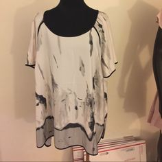 Kenar woman top New size 1X. No trade no LOWBALLS & half price offers will not be accepted Kenar Tops