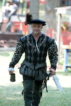 "Elizabethan mans suit of clothes, inspired by a promotional image of a Tudor suit made for the show ""The Tudors"" Mode Renaissance, Elizabethan Costume, Renaissance Fair Costume, Medieval Costume, Renaissance Fashion, Historical Costume, Historical Clothing, Mens Garb, Landsknecht"