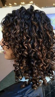 krullend haar 38 Ideas Hair Color Curly Ombre Natural Curls Highlights For 2019 Ombre Curly Hair, Brown Curly Hair, Colored Curly Hair, Curly Hair Tips, Long Curly Hair, Dyed Hair, Curly Hair Styles, Natural Hair Styles, Color For Curly Hair