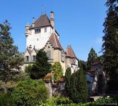 Castles in Switzerland. Oberhofen Castle. http://victortravelblog.com/2015/03/11/castles-in-switzerland-oberhofen-castle/