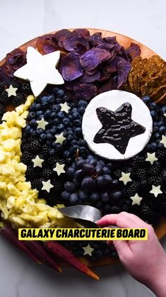 Charcuterie Recipes, Charcuterie And Cheese Board, Cheese Boards, Fun Baking Recipes, Cooking Recipes, Appetizer Recipes, Dessert Recipes, Appetizers, Desserts