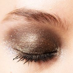 Glitter eyes at Elie Saab, Paris Fashion Week Kiss Makeup, Beauty Makeup, Eye Makeup, Ball Makeup, Prom Makeup, Hair And Makeup Tips, Hair And Nails, Wedding Guest Makeup, Evening Makeup