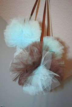 Make tule pom poms... I'm thinking this would be great to decorate my daughter's room.