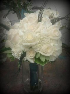 Wedding Vase/bouquet with completely white flowers such as roses and carnations Wedding Vases, Wedding Decorations, Carnations, Floral Designs, White Flowers, Contemporary Design, Bouquet, Roses, Weddings