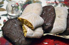 Le susumelle calabresi sono un dolce tipico delle feste natalizie a base di miele,frutta candita,uvetta e spezie. Sono biscotti a forma di panetti glassati.
