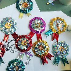 頑張った子供のごほうびに♪折り紙1枚で手作りできる可愛いメダルの折り方 Diy And Crafts, Crafts For Kids, Paper Crafts, Toy Kitchen, Felt Toys, Origami, Brooch, Bows, Handmade