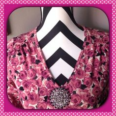 🎉HP 10/5🎉LIZ CLAIBORNE FLORAL TOP Liz Claiborne Floral top with Beaded embellishment.  16 1/2 inches pit to pit. 23 inches top to bottom. 95% Cotton 5% Spandex.  Very good condition. Liz Claiborne Tops