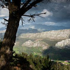 A VISTA DE PÁJARO...desde el Mirador del Fito.. http://www.asturiaspordescubrir.com/articulo/a-vista-de-pajaro/