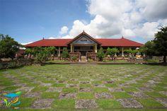 Museum yang berada di salah satu sisi Taman Kerta Gosa. Bali, Museum, House Styles, Home Decor, Decoration Home, Room Decor, Museums, Interior Decorating