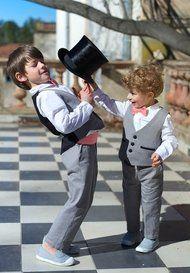 Photo Ensemble Gris et Noir Boys Wedding Suits, Page Boy, Entourage, Little Princess, Communion, Little Boys, Boy Outfits, Kids Fashion, Dream Wedding