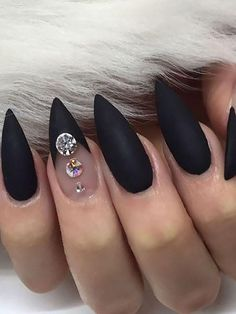 Halloween Nail Designs, Halloween Nail Art, Halloween Halloween, Halloween Tutorial, Women Halloween, Black Nail Designs, Nail Art Designs, Black Stiletto Nails, Pointy Black Nails