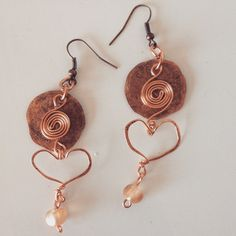Hammered copper earrings with glass bead by BeezDezignz on Etsy Copper Earrings, Drop Earrings, Hammered Copper, Glass Beads, Unique Jewelry, Handmade Gifts, Etsy, Vintage, Kid Craft Gifts
