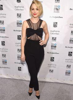 Look de red carpet da atriz Rachel McAdams com macacão preto