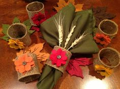 Keep Your Napkins In Order With These DIY Napkin Rings – Herzlich willkommen Thanksgiving Crafts, Thanksgiving Decorations, Holiday Crafts, Hosting Thanksgiving, Thanksgiving Table, Diy Napkin Rings Thanksgiving, Deco Champetre, Felt Coasters, Burlap Crafts