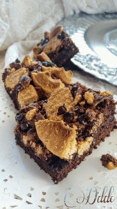 Prendete una ciotola,una frusta,un sorriso e mettetevi all'opera!Arrivano i brownies,dolcetti americani tipici,per il loro gusto fondente,morbido e soprattutto per la loro velocità.Bast…