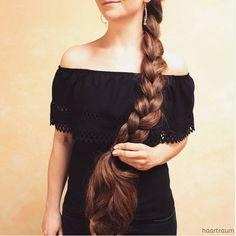 A straight Italian Guy, Lover of Long, Silky Hair. Straight Hairstyles, Braided Hairstyles, Cool Hairstyles, Hairstyle Braid, Beautiful Braids, Beautiful Long Hair, Chi Chi, Long Hair Models, Long Brunette