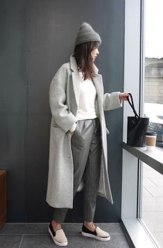 long white sweater Death by Elocution. Chic Outfits, Fashion Outfits, Womens Fashion, Fashion Trends, Fashion Styles, Fashion Boots, Fashion Tips, Street Looks, Street Style