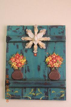 DIVINO ESPIRITO SANTO Soul Art, Fence Design, Country Chic, Mosaic Art, Holy Spirit, Handicraft, Wood Signs, Stencils, Mosaics