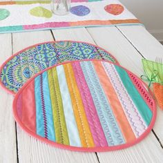 Quilted Egg Shaped Placemats- Solid pastel fabrics accented with decorative stitching. Create a pretty table for Easter. #eastercrafts #quilting #quiltedplacemats #easteregg #fancymachinestitching