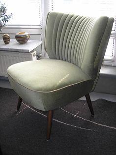 Cocktailsessel Sessel grün 50er Jahre zu Nierentisch und Tütenlampe