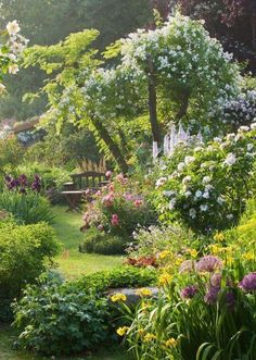 40 inspirations pour un jardin anglais Perfect! Andre Eve Garden France photo by Clive Nichols The post 40 inspirations pour un jardin anglais appeared first on Garden Easy. The Secret Garden, Secret Gardens, Hidden Garden, Garden Cottage, Garden Nook, Garden Kids, Garden Spaces, Garden Planters, Dream Garden
