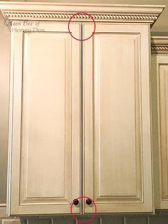 How to Align Cabinet Doors • Queen Bee of Honey Dos Cabinet Drawers, Kitchen Cabinets, Outdoor Kitchen Cabinets, Cupboard Hinges, Modern House Design, Cabinet, Cabinet Doors, Doors, Home Reno