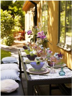 Elegant al fresco dining table setting/table scape. Outdoor Rooms, Outdoor Fun, Outdoor Dining, Outdoor Tables, Outdoor Decor, Outdoor Buffet, Patio Dining, Dining Table, Exterior Colonial