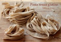 Homemade gluten-free pasta with buckwheat flour .- Pasta senza glutine fatta in casa con farina di grano saraceno Homemade gluten-free pasta with easy buckwheat flour, rich in protein, aromatic and with a low glycemic index. But what is buckwheat? Gluten Free Waffles, Gluten Free Pasta, Gluten Free Treats, Lactose Free, Gluten Free Recipes, Pasta Recipes, Cooking Recipes, Gluten Free Appetizers, Salty Foods
