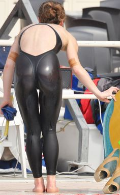 Women in Competitive Swimsuits : Photo
