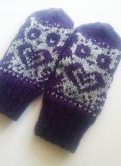 Viola the Owl -mittens pattern by Milla H. Mittens Pattern, Owl Patterns, Knitting Patterns, Small Owl, Thick Yarn, Wrist Warmers, Free Pattern, Knit Crochet, Tricot