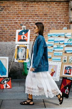 La Fashion Week prêt-à-porter printemps-été 2017 de Milan bat son plein, découvrez les meilleurs looks pris sur le vif à la sortie des défilés. Photos par Sandra Semburg.