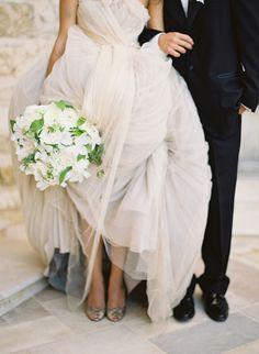 Um casamento elegante echeio de tons neutros para noivas sofisticadas.