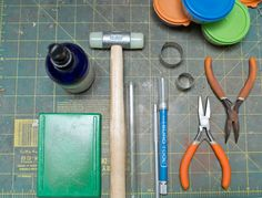 Precious metal clay (PMC) is a very versatile metal to work with. Wondering how to use it? Here are some tips and tricks for using precious metal clay, and some tools you'll want to add to your jewelry making toolkit! Creation Deco, Metal Clay Jewelry, Precious Metal Clay, Metal Crafts, Clay Tutorials, Metal Stamping, Making Ideas, Making Tools, Precious Metals