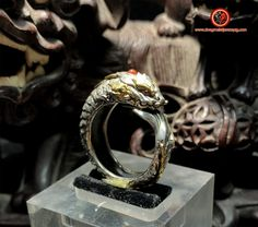 Bague dragon Aoyu. Feng shui protection. Argent 950, cuivre,rubis, agate nan hong. joaillerie artisanale de haute qualité. Feng Shui Jewellery, Nan, Agate, Rings For Men, Color, Jewelry, Chinese Mythology, Diy Jewelry Making, Copper
