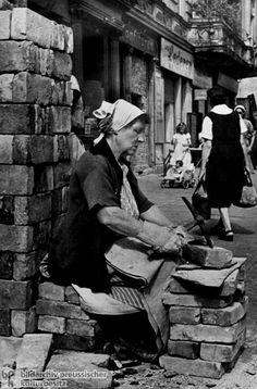 Berlin | 1933-45+. Nach der Schlacht von Berlin, 1945. Trümmerfrauen