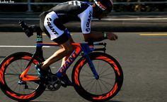 Giant Trinity with the most awesome paint job ever Bike Run, Mtb Bike, Bike Trails, Track Cycling, Cycling Bikes, Bike Photography, Ironman, Road Bikes, Sport Bikes