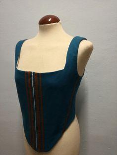 Jubón femenino confeccionado en paño de lana color azul.