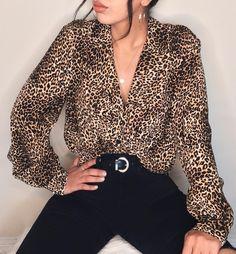 🐆 📷 leopard shirt - animal print - fashion trend - trends - prints - panther - panterprint - top - how to combine - hoe te combineren - combinatie - ideas - inspo - inspiration Cheetah Print Outfits, Cheetah Print Shirts, Animal Print Shirts, Animal Print Blouse, Leopard Shirt, Animal Print Clothes, Leopard Outfits, Leopard Print Top, Animal Prints