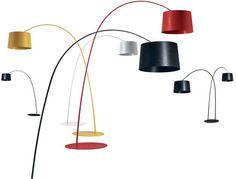 Twiggi de Marc Sadler pour Foscarini. Lampe sur pied en matériau composite sur base de fibre de verre laqué, disponible en quatre finitions chromatiques différentes. [H. 170/185/200cm - 1198euros - www.foscarini.com]