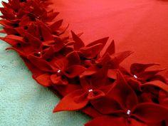 65 falda de árbol de Navidad en un rojo profundo sentir