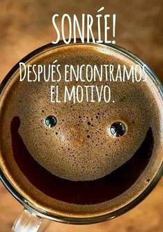 No estés triste, el solo estar vivo es un tremendo motivo para estar con una tremenda sonrisa.