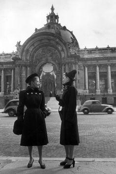 In Photos: 1946 Vintage Paris Street Style, Harpers Bazaar
