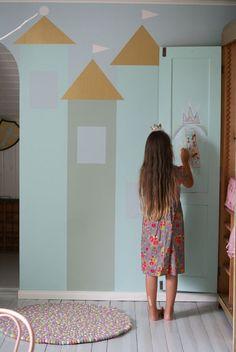 Kodin Kuvalehti – Blogit   Ruususuu ja Huvikumpu – Lastenhuone kutsuu leikkimään- katso ideat seinämaalauksiin! Upea linnaseinä on helppo…