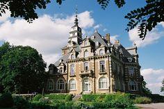 Le Château de Namur in België. Een prachtig kasteel hotel!    #kasteel #hotel #belgie #dromen  http://www.hotelkamerveiling.nl/sitemap/type/kasteel-hotel.html