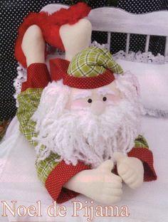 Papa Noel in Pajamas . Christmas Sewing, Felt Christmas, Christmas Stockings, Christmas Crafts, Christmas Decorations, Christmas Ornaments, Felt Crafts Patterns, Plush Pattern, Free Pattern
