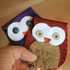Whip up these cute felt owl coin purses with the help of a free tutorial and instructions for fitting them with a sturdy magnetic clasp.