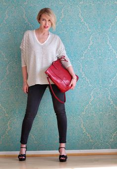 A fashion blog for women over 40 and mature women  Sweater: Steffen Schraut Pants: Levis Bag: Rochas Sandals: What for
