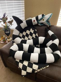 Beetlejuice Sandworm Plush to 17 ft long Stuffed Animal Beetlejuice Sandworm, Beetlejuice Movie, Halloween Crafts, Halloween Decorations, Diy Halloween Home Decor, Goth Home Decor, Gothic House, Nightmare Before Christmas, Plushies
