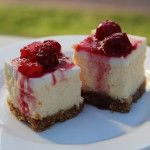 Anna Olson's classic New York cheesecake with a holiday fruit compote, by Forrest Forrest Van Rosendaal on Cheesecake Tarts, Healthy Cheesecake, Classic Cheesecake, Cheesecake Recipes, New York Desserts, Köstliche Desserts, Delicious Desserts, Pavlova, Cheesecakes