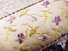 スミレ刺繍・カルトナージュ - イギリスとフランスのアンティーク | バラと天使のアンティーク | Eglantyne(エグランティーヌ)